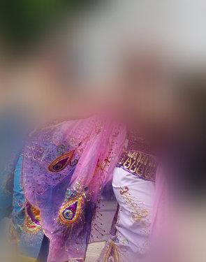 Baju tradisional kerap kali masih mengeksploitasi tubuh perempuan